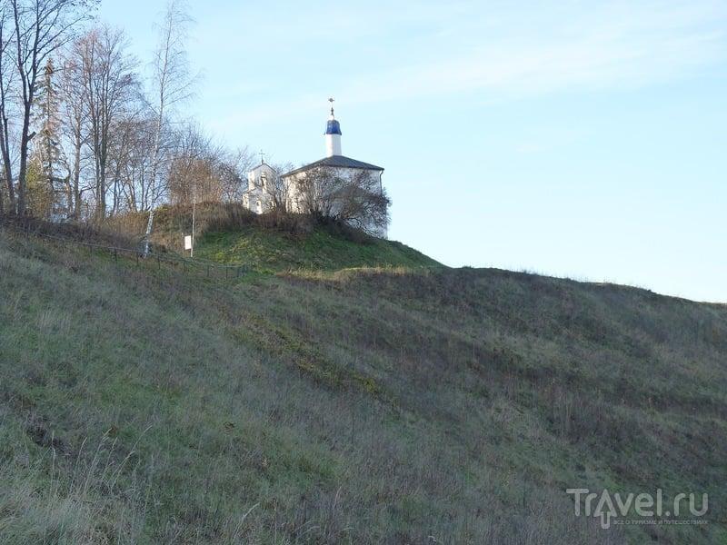 Труворово городище, Словенские ключи и лебеди / Фото из России