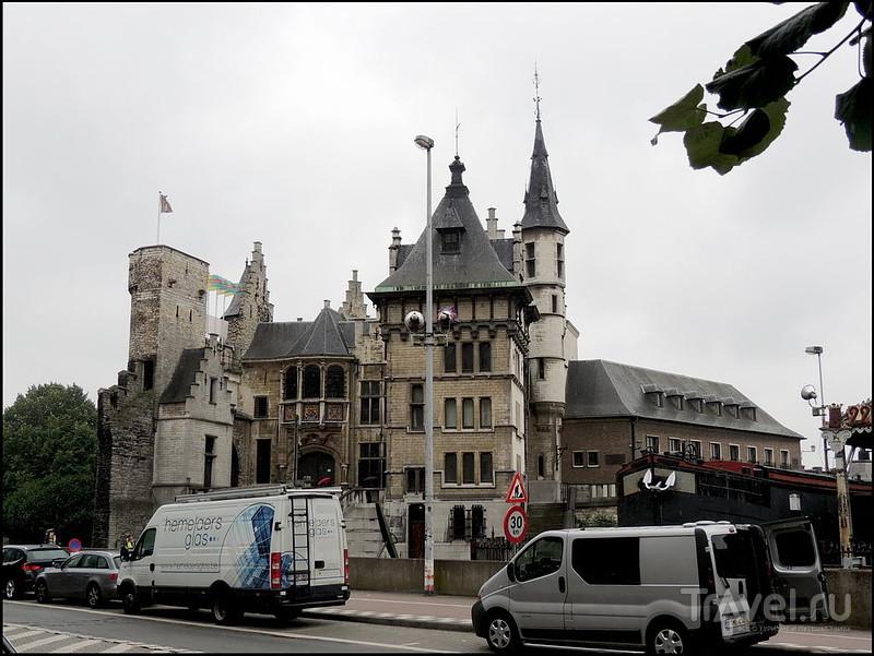 Антверпен. Замок Het Steen, набережная Шельды / Бельгия