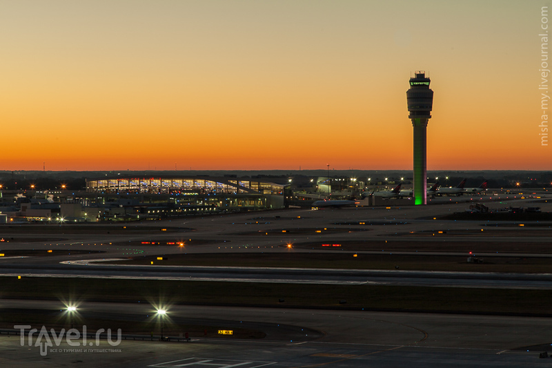 США. Гостиница Renaissance Concourse в аэропорту Атланты / США