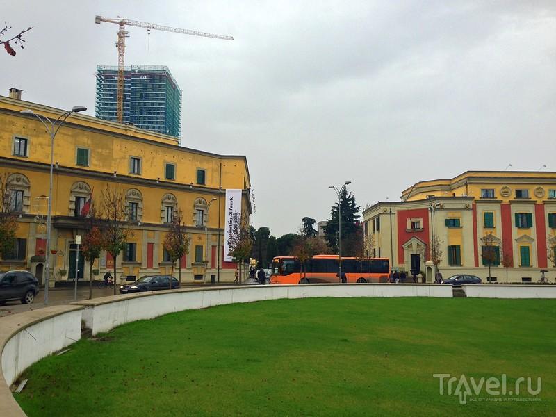 Совсем нестрашная Албания! Прогулка по Тиране перед Рождеством / Албания