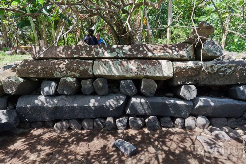 В Нан-Мадоле можно увидеть уникальную кладку / Микронезия