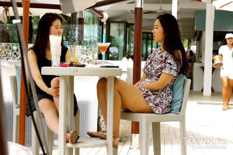 Гламурная пляжная жизнь на Surin Beach, Phuket / Таиланд