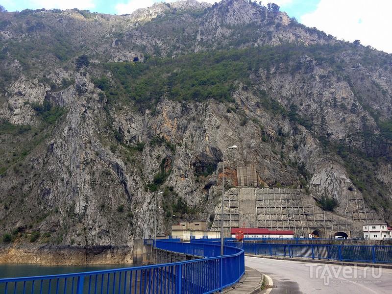 Пивское озеро в Черногории в разные времена года / Фото из Черногории