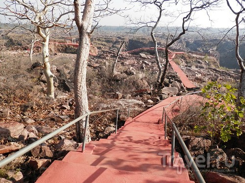 Кхаджурахо: водопад Ранех и заповедник Гавиал / Индия