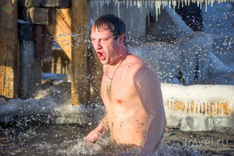 Купание в проруби на Крещение Господне / Россия