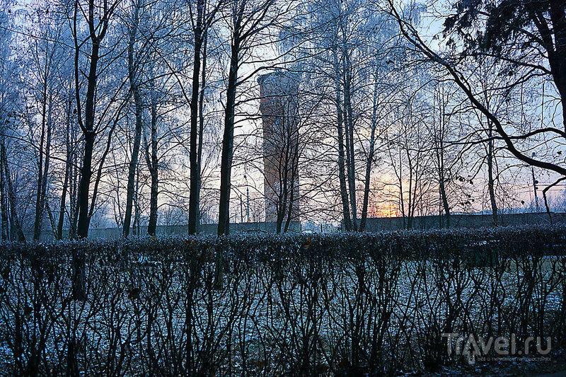 Крестовоздвиженский  монастырь после захода солнца / Фото из России