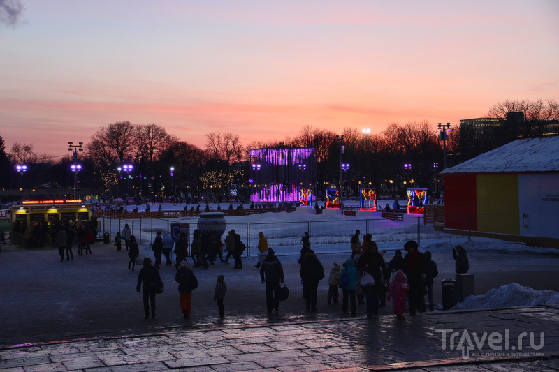 I follow the Moskva down to Gorky Park / Россия