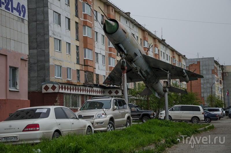 Монумент с истрибителем / Фото из России