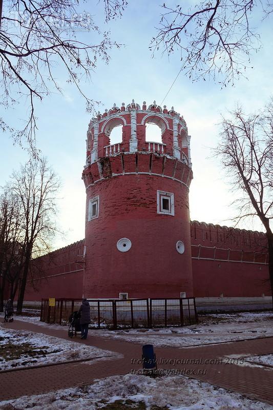 Донской монастырь - стены, храмы, горельефы / Фото из России