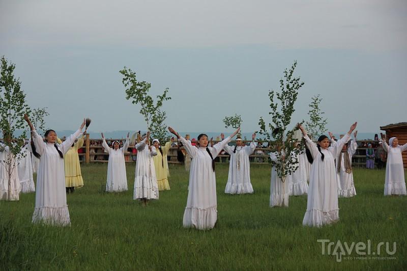 Обряд встречи солнца на празднике Ысыах в Якутии / Россия