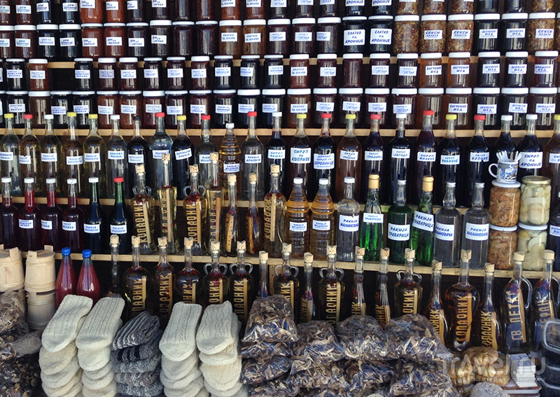 Мед, варенье, ракия, мясо, изделия народных промыслов и многое другое  / Фото из Сербии