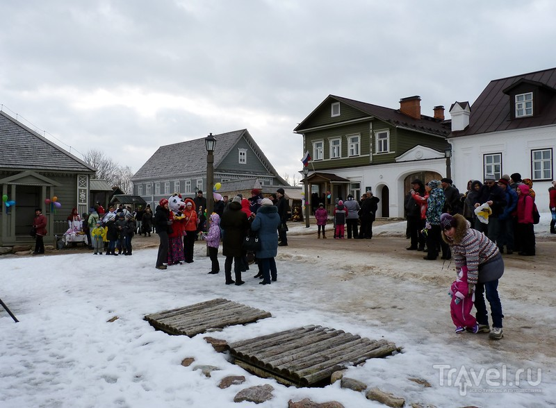 Празднование Масленицы в Изборске (Псковская область). 22 февраля 2015 года / Россия