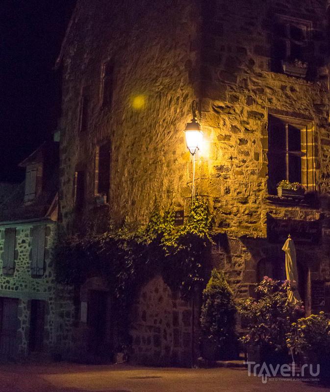 Салер (Salers). Франция. Чёрный бриллиант на зелёном ковре / Фото из Франции