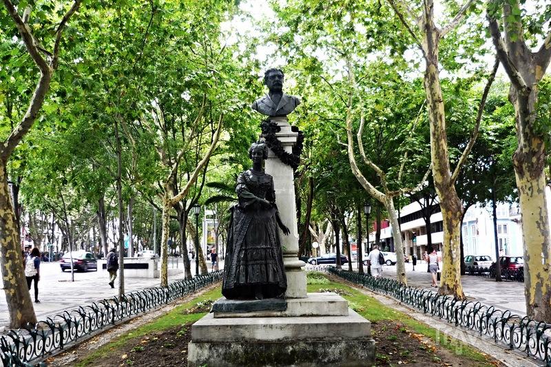 Лиссабон-город контрастов на семи холмах. От площади Праса Маркеш де Помбал / Португалия
