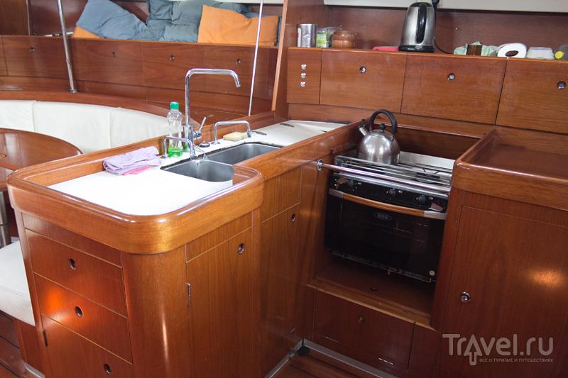 Французская парусная яхта изнутри / Франция