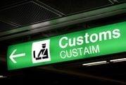В международных аэропортах за зоной получения багажа находится таможня