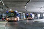Иногда между терминалами приходится передвигаться на автобусах