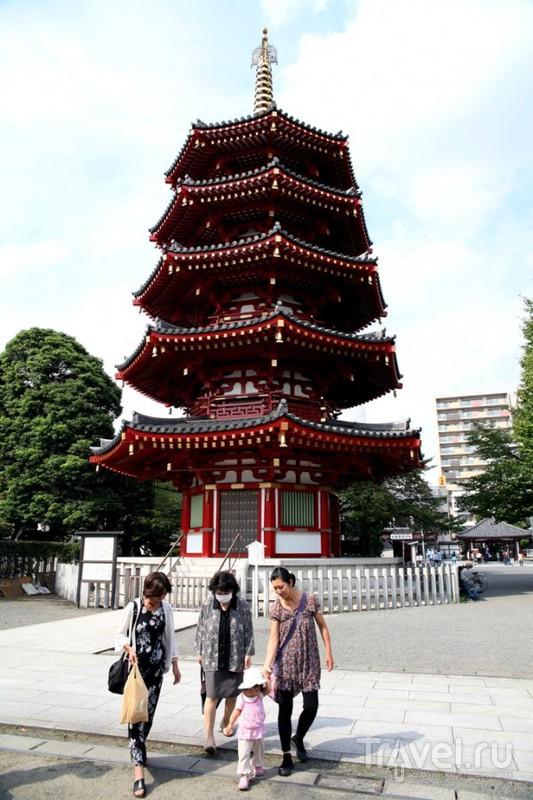 Кавасаки. В двориках монастыря Кавасаки-дайси / Япония