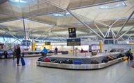 Зал получения багажа в аэропорту в Лондоне
