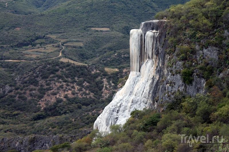 Мексика: Оахака. Каменный водопад и дерево Ахуехуете / Мексика
