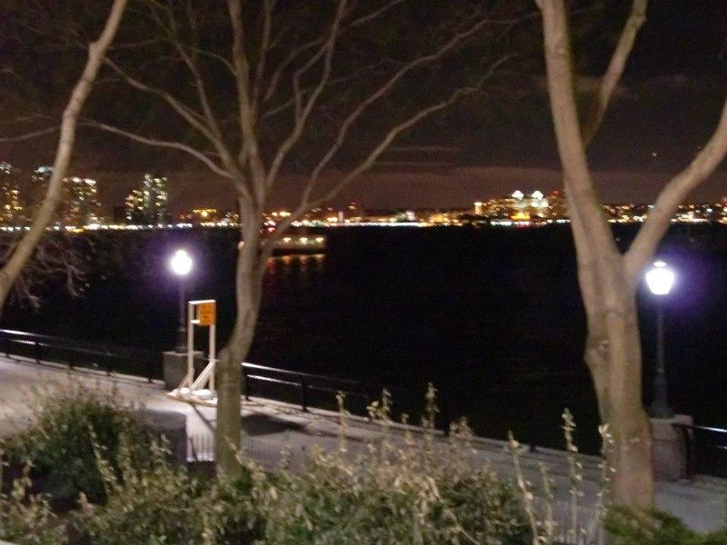 Скульптуры The Real World в Nelson A. Rockefeller Park / США