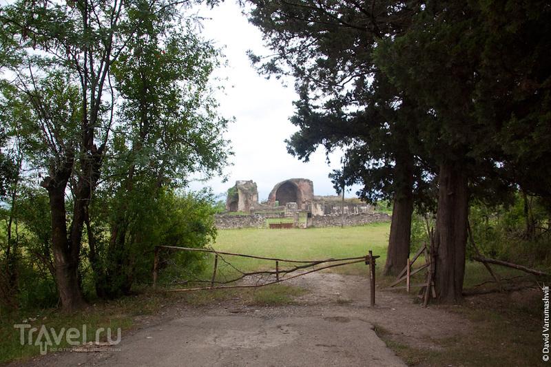 Грузия, окрестности Кутаиси: Дворец в Гегути и мемориал в Баши / Фото из Грузии