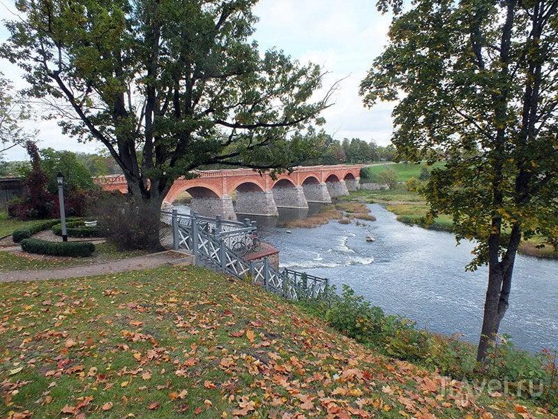 Семиарочный кирпичный мост / Фото из Латвии