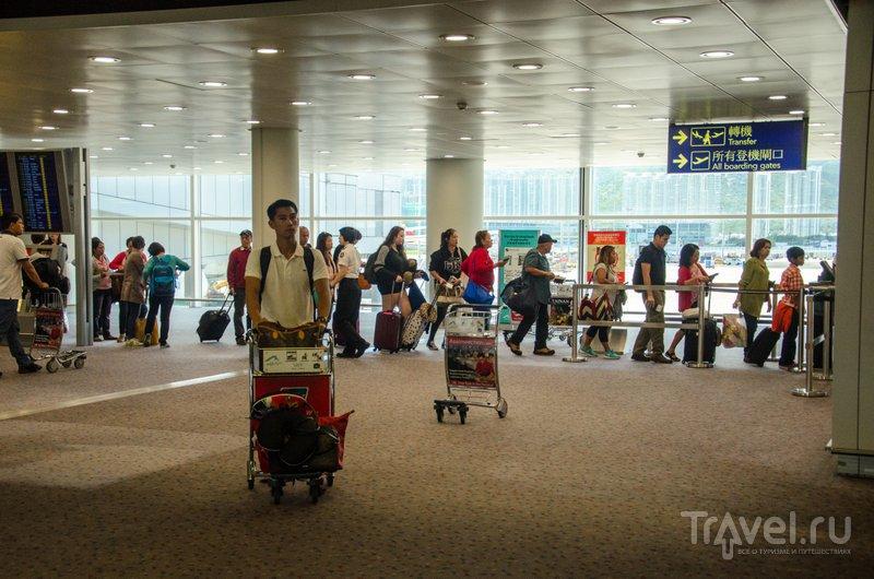 Гонконгский международный аэропорт находится на искусственном насыпном острове / Фото из Китая