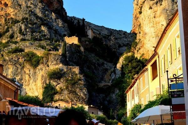 Мустье-Сан-Мари - деревушка звезды / Франция