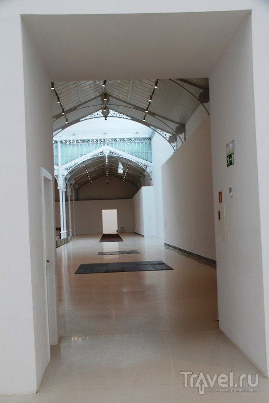 Минимализм в Мадриде: выставка К. Андре в парке Буэн Ретиро / Испания