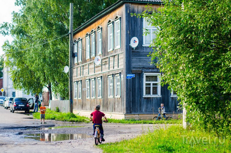 Каргополь - это деревянные домики и беззаботные дети / Фото из России