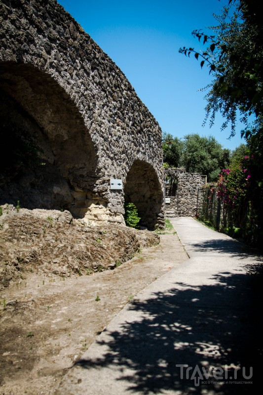Арагонский замок / Италия