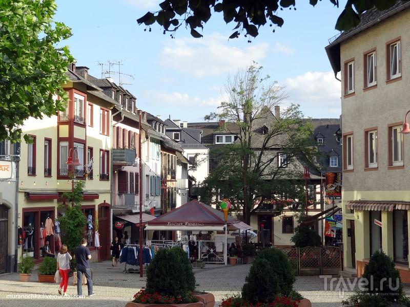 """Германия: """"винные городки"""" долины Среднего Рейна, много замков и высоких башен / Германия"""