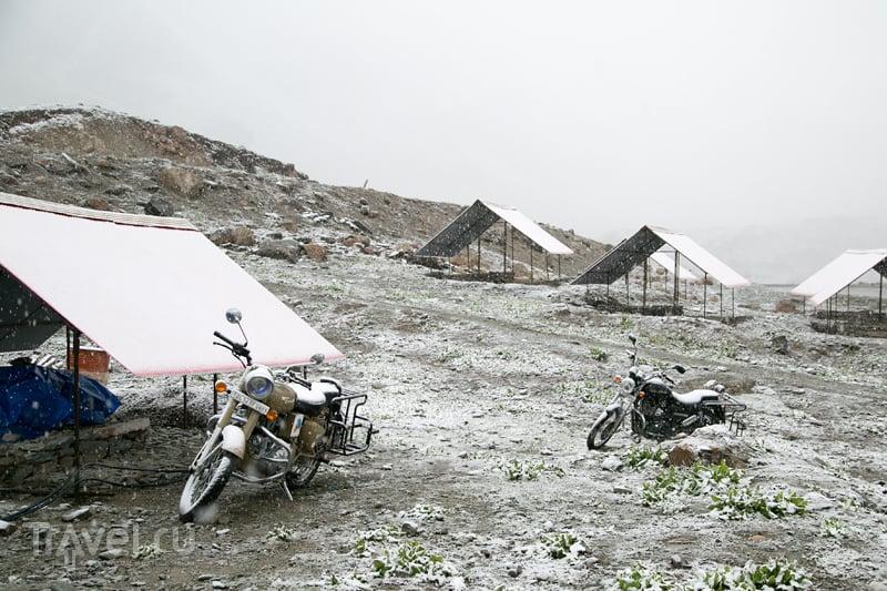 Мототрип по Гималаям: метель, военная база и супергерои / Индия
