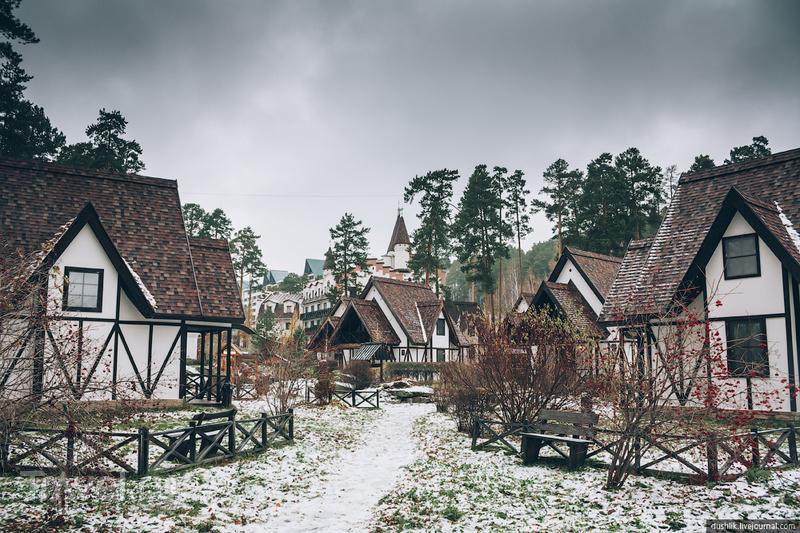 Местечко в стиле средневековой Германии на озере Тургояк / Фото из России