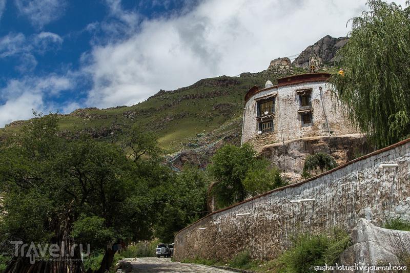 Лхаса: монастыри Дрепунг и Папонга / Фото из Китая