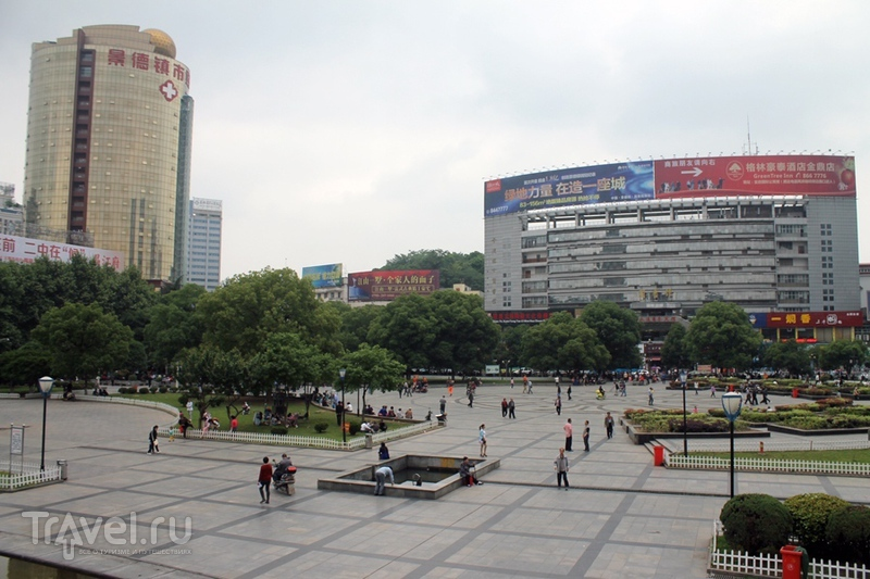 Китай: Цзиндэчжэнь, или что можно посмотреть за три часа между поездами / Китай