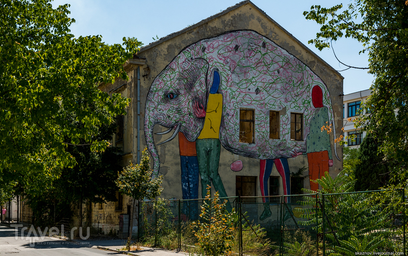 Мостар - город ярких контрастов на фоне эха войны / Фото из Боснии и Герцеговины