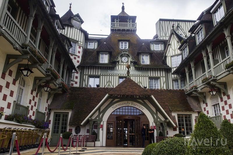 Роскошные отели и пляжи Нормандии. Довиль / Фото из Франции