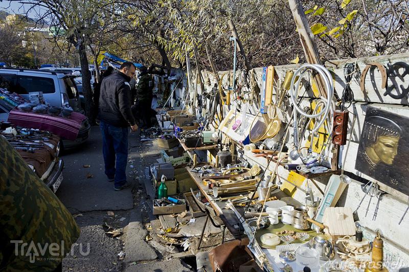 Тбилиси. Блошиный рынок на Сухом мосту / Грузия