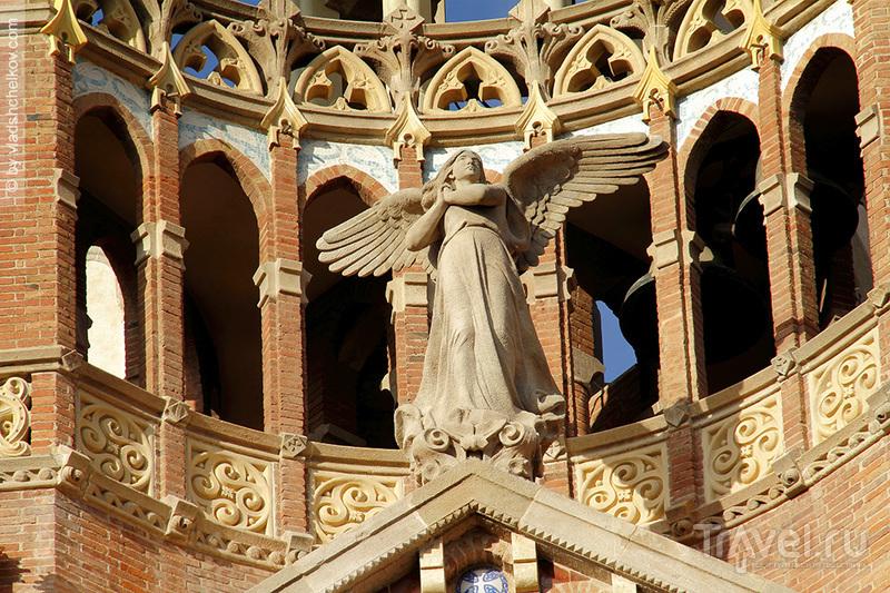Ангелы Hospital de la Santa Creu i Sant Pau / Испания