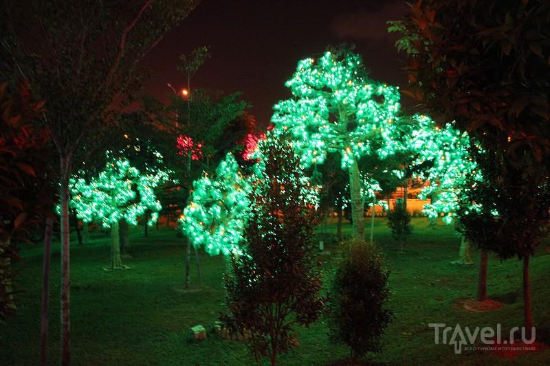 "Куала-Лумпур. ""Парк огней"" iCity / Фото из Малайзии"