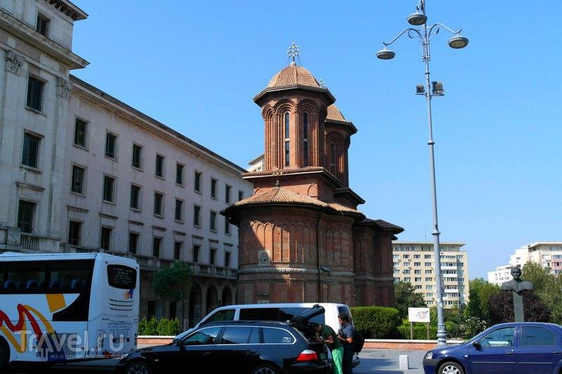 Бухарест, прогулка от центра по туризму по краю центра города / Румыния