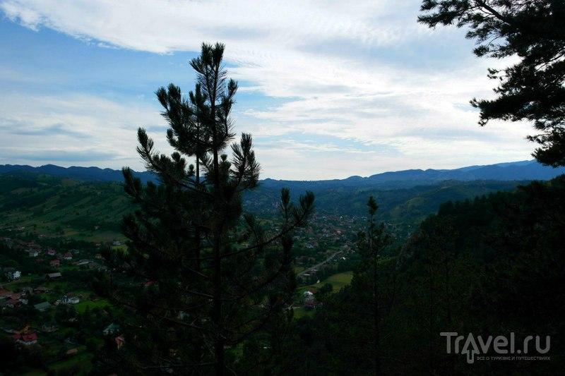 Поход в гору вокруг Брана в Румынии / Румыния