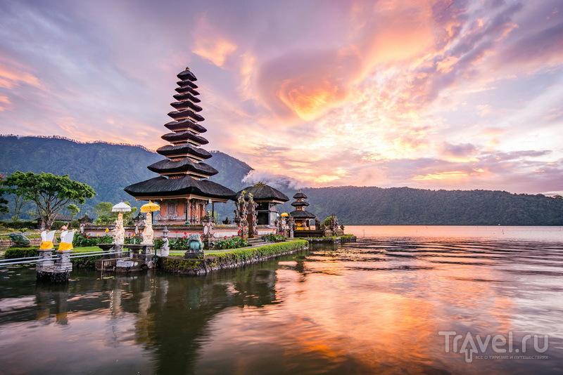 Главный балийский водный храм Пура Улун Дану / Индонезия