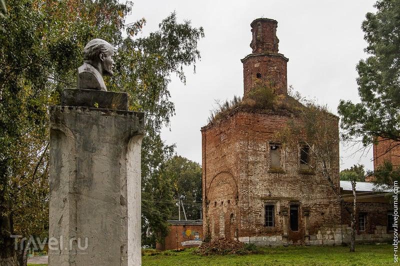 Николаевская колокольня и немного дождливого Венева / Россия