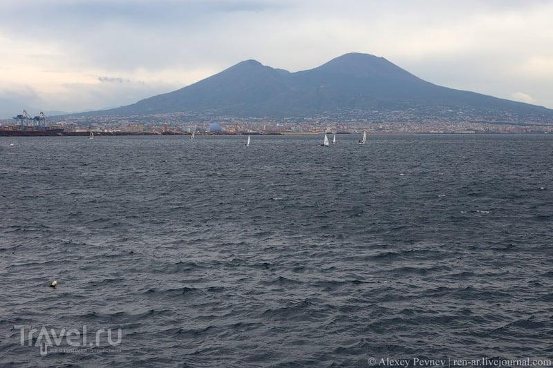 Неаполь пасмурного цвета. Италия / Фото из Италии