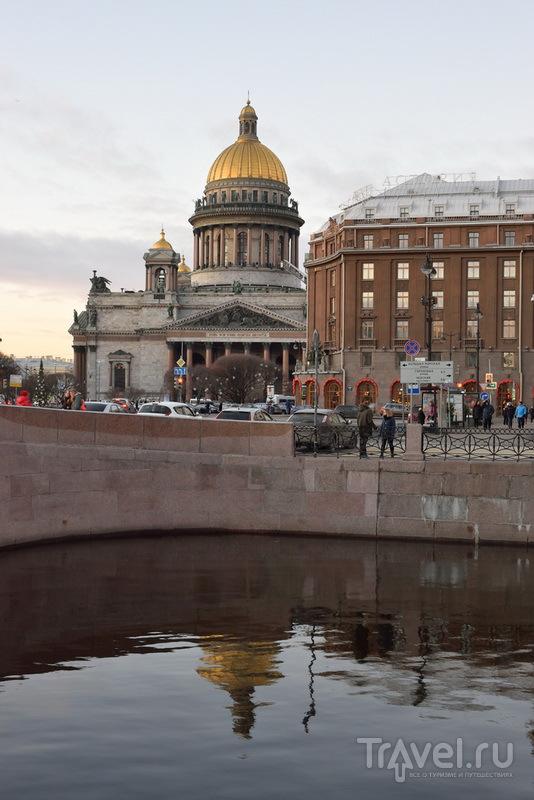 Исаакиевский собор и здание гостиницы Астория - Англетер / Россия