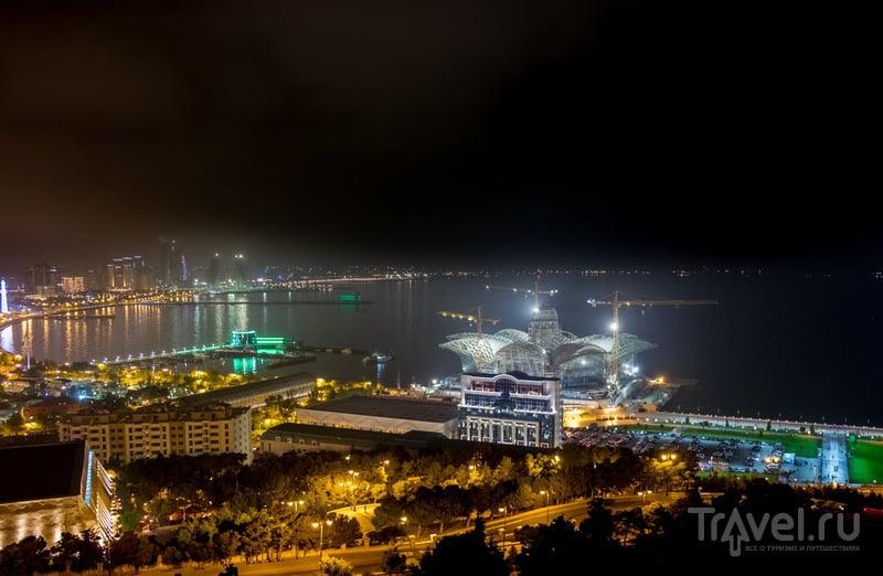 Немного ночного Баку / Фото из Азербайджана