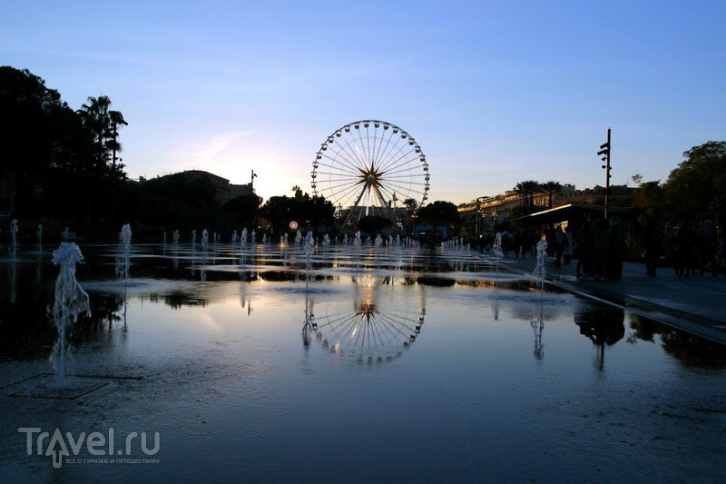 Ницца, Франция - Вечер, закат и рождественская ярмарка / Франция